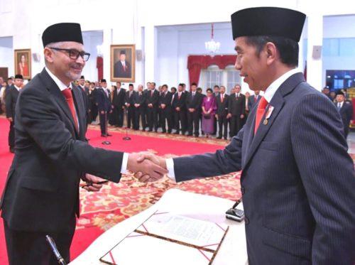 Jokowi Lantik Alumnus Unair, Jadi Dubes RI untuk Kanada