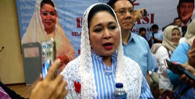 Titiek Soeharto menjawab pertanyaan awak media. (rhd)