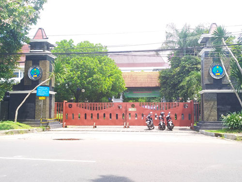Gerbang UM jalan Surabaya akan difungsikan akses keluar masuk kampus. (rhd)