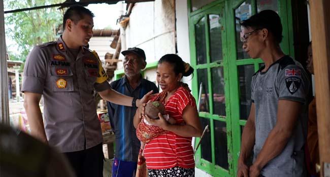 Kapolres Probolinggo Kota, Kunjungi Ahmmad Husen Bayi Tanpa Anus, Fasilitasi Operasi dan Pengobatannya