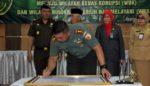 Dandim 0818 Ikut Tandatangani Piagam Ikrar  Pembangunan ZI di PN Kepanjen