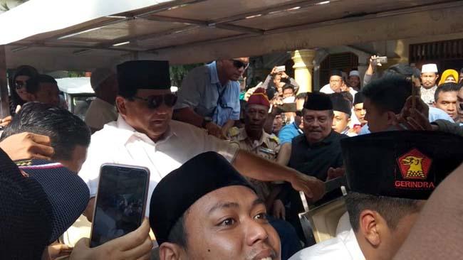 Capres Nomer urut 02 Prabowo Subianto saat berkunjung ke Pondok Pesantren Sunan Drajat Paciran