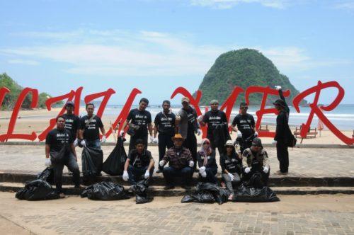 Baksos bersih Pantai Pulau Merah, PT BSI, HIPABA dan PWS Banyuwangi, Rabu (27/2/19).