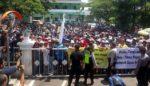 Ribuan Demonstran Srimulyo Berlanjut ke Kejaksaan