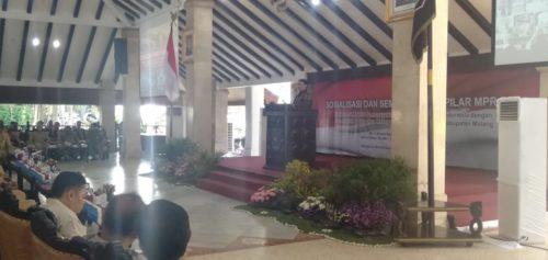 Wasekjen PDI Perjuangan Achmad Basarah, saat melakukan sosialisasi Empat Pilar MPR RI di Pendopo Agung. (H.Mansyur Usman/Memontum.Com)