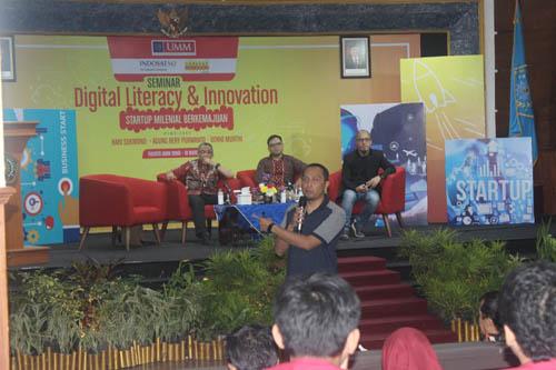 Praktisi Indosat mengajak mahasiswa UMM pecahkan masalah melalui peluang teknologi digital. (rhd)