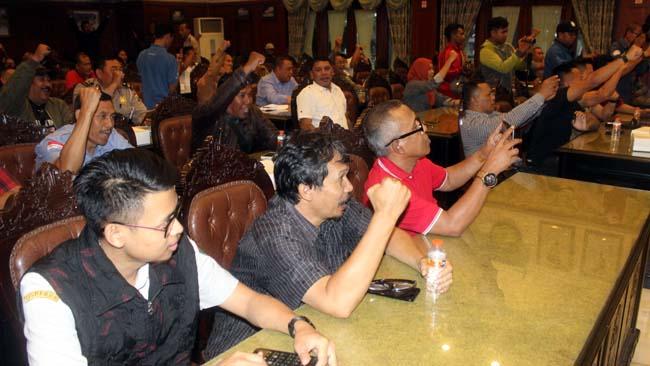 Para panitia MSF XXVI, tokoh insan tinju Amatir-Profesional se-Malang, serta Pengurus Pertina Provinsi Jawa Timur, sepakat bersinergi demi suksesnya acara. (rhd)