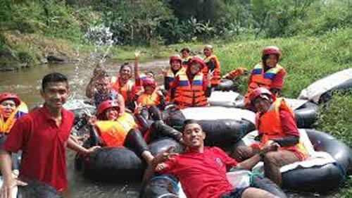 Tubbing Kinyutan Ikon Wisata Desa Pagedangan. (H Mansyur Usman.Com)