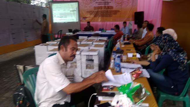 Rekapitulasi Surat Suara Pemilu 2019 di Kecamatan Gedangan. (H Mansyur Usman/Memontum.Com)