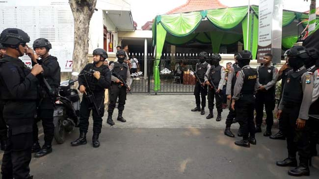 Pastikan Proses Rekapitulasi Pemilu 2019 Aman, Polisi Bersenjata Lengkap Diterjunkan