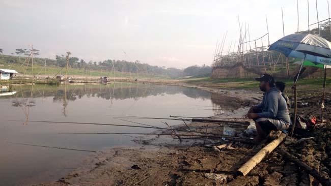 ILUSTRASI : Pemancing kerap mengalami kisah misterius, pernahkah umak? (ist)