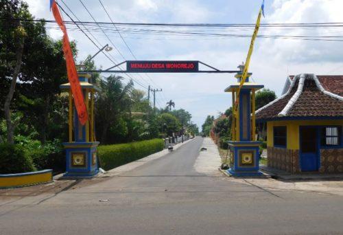 Tugu Selamat  Datang di Desa Womorejo Kecamatan Bantur.