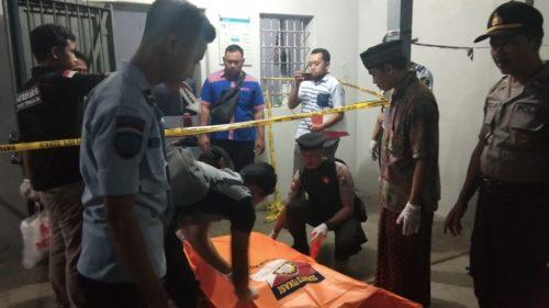 proses evakuasi mayat warga binaan Rutan Kelas 2B Trenggalek yang meninggal secara gantung diri
