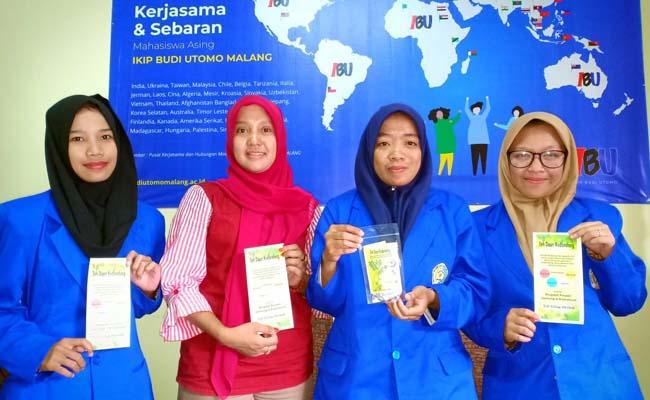 Ketiga mahasiswa IBU dan dosen pembimbing, penemu teh pencegah kolesterol dan jantung. (rhd)