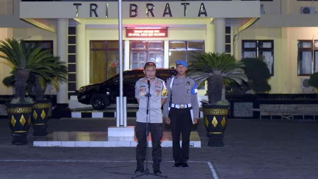 BERIKAN ARAHAN: Kapolres Situbondo Ajun Komisaris Besar Polisi Awan Hariono,SH.,SIK.,MH. (im)