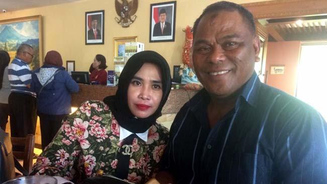 CALEG TERPILIH - Caleg terpilih Partai Gerindra, Hj Mimik Idayana didampingi suaminya H Rahmat Muhajirin SH tetap rendah diri, Minggu (05/05/2019)
