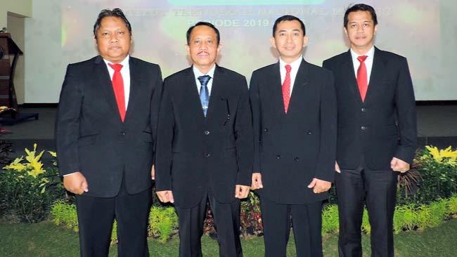 Rektor ITN Malang Dr Kustamar (ketiga kanan) bersama dengan Wakil Rektor baru ITN Malang, usai pelantikan. (rhd)
