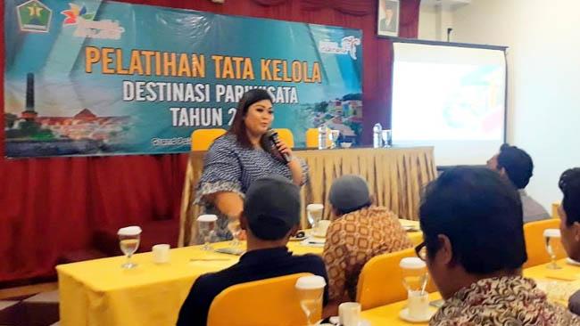 Maulina Pia Wulandari Ph.D, mengajak pengelola wisata mengembangkan image obyek wisatanya. (ist)