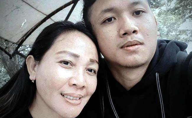 Jody Racmata, Pelaksana Kegiatan Bersama Sugiani Bunda Tercintanya. (sur)