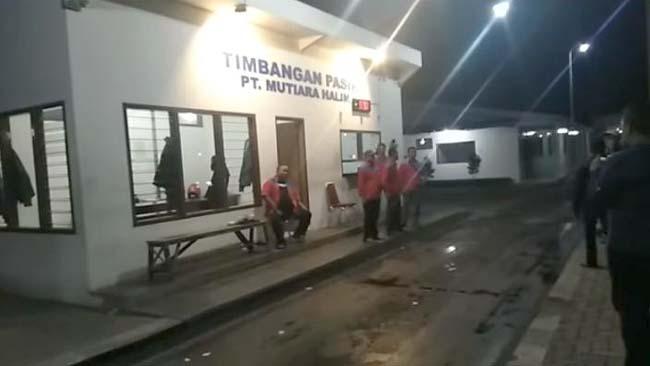 Sidak Jembatan Timbang Armada Pasir PT Mutiara Halim, Bupati Temukan 'Pemalsuan'
