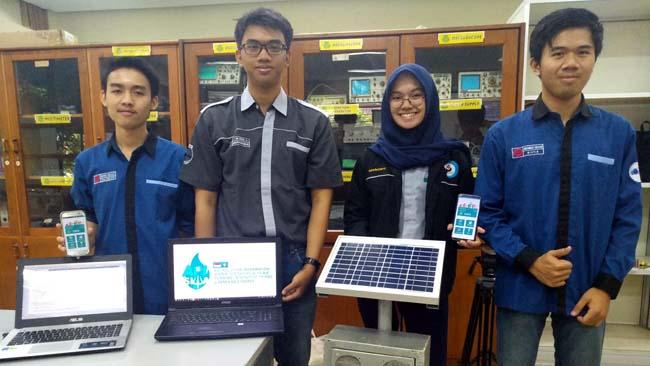 Tim API-SIWA menunjukkan prototype pengubah CO2 menjadi O2. (rhd)