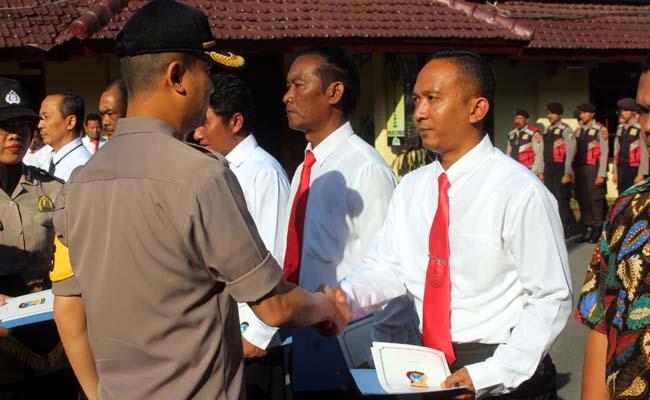 Kapolres Jember Beri Reward Anggota dan Warga