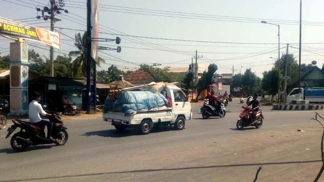MENGKUATIRKAN : Kondisi pertigaan Puger yang tidak adanya traffic light.(rir)