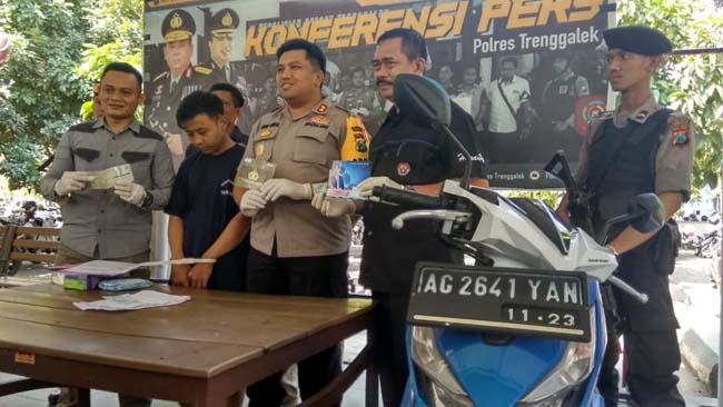 Gadaikan BPKB Teman Sendiri, Pria asal Kediri Dibekuk Polisi Trenggalek