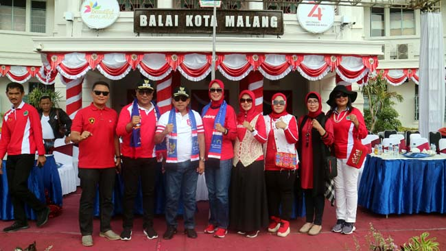 Walikota Malang Drs H Sutiaji saat festival mobil hias. (ist/humas)