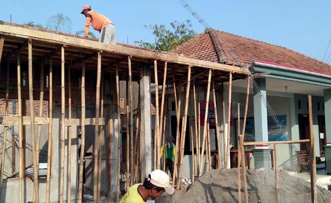 Tiga ruang layanan kesehatan Desa Terungkulon Kecamatan Krian dalam tahap penyelesaian. (par)