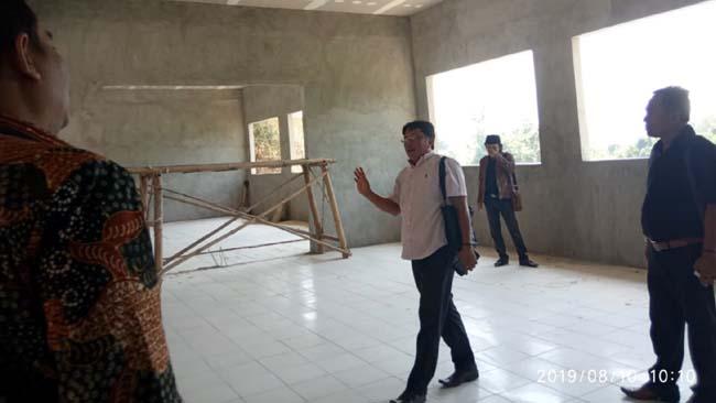 Anggota komisi D saat melakukan sidak di beberapa SMP di Klampis, Sepulu dan Tanjung Bumi