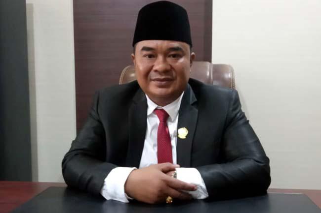 Muhammad Fahad saat berada di ruang kerja barunya sebagai ketua sementara DPRD Bangkalan usai dilantik pada sabtu lalu, (24/8/2019)