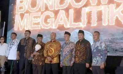 KENALKAN BUDAYA ASLI: Bupati KH.Salwa Arifin didampingi para pejabat Forkopimda membuka Pagelaran Budaya Bondowoso Megalitikum 2019