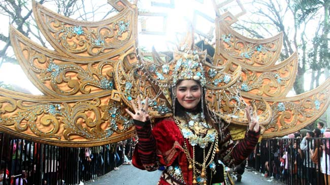 300 Peserta Meriahkan Malang Flower Carnival 2019