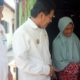 BANTUAN - Wabup Sidoarjo, Nur Ahmad Syaifuddin memberikan bantuan rehab rumah warga miskin, Ny Saini warga Desa Sambungrejo, Kecamatan Sukodono, Sidoarjo, Rabu (25/09/2019)