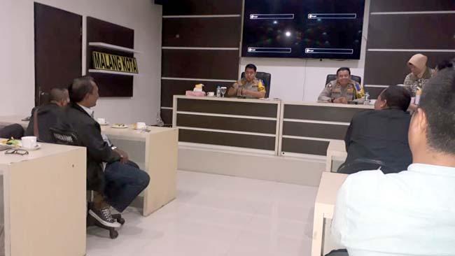 Kapolres Malang Kota AKBP Dony Alexander SIK MH saat menerima kunjungan pengurus PWI. (gie)