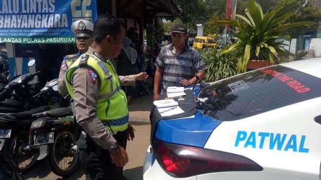 Operasi Tertib Lantas, Petugas Jaring Puluhan Pelanggar di Pasuruan