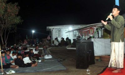 DOA - Wabup Sidoarjo, Nur Ahmad Syaifuddin dan putra Gus Ali, Ahmad Muhdlor Ali menghadiri acara Doa Bersama untuk Almagfurlah KH Anas Al-Ayyubi di Desa Jatirejo, Kecamatan Porong, Sidoarjo, Sabtu (28/09/2019) malam