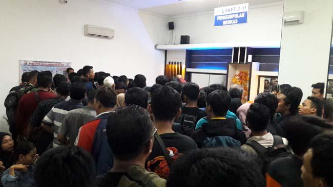 Ribuan Pemohon Antre Pengambilan Smart SIM di Polresta Sidoarjo
