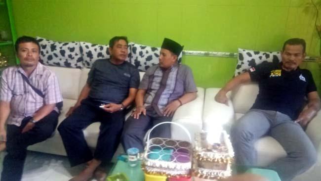 Achmad Mustofa, Kepala Desa Kedanyang Kecamatan Kebomas Kabupaten Gresik yang telah mendatangi kediaman mantan Kepala Desa Almuah