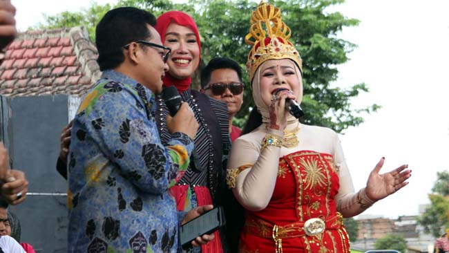 Walikota Sutiaji dan Elvy Sukaesih, Duet Lantunkan Cuma Kamu