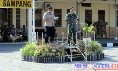 Kapolres Sampang AKBP Didit BWS dan Dandim 0828/Sampang Letkol Czi Ary Syahrizal saat menjadi inspektur upacara apel Operasi Mantap Brata Semeru (OMBS) 2019. (zyn)