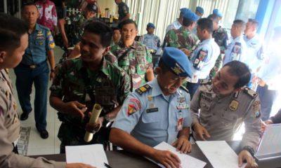 GRATIS - Sebanyak 148 anggota TNI dari sejumlah mengurus perpanjangan SIM gratis di Polresta Sidoarjo dalam rangka HUT TNI ke 74, Jumat (04/10/2019)
