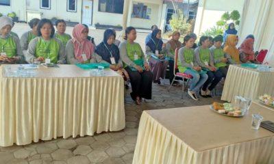 TEKUN : Para peserta pelatihan buruh pabrik rokok. (Istimewa)