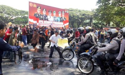 Polres Makota Pukul Mundur Demonstran Ricuh, Simulasi Jelang Pelantikan Presiden
