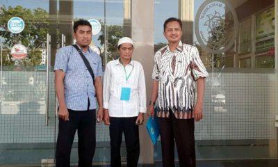 Salim tengah usai melakukan gugatan di Pengadilan Negeri Sampang. (zyn)