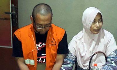 Agus Piranhamas bersama istri saat mediasi bersama wali murid di Mapolres Malang kota. (gie)