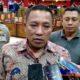 Bupati Sampang H Slamet Junaidi saat diwawancarai Memontum.com dan awak media lainnya. (zyn)