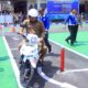 UJI COBA - Bupati Sidoarjo, Saiful Ilah menguji coba smart Driving Test di halaman Satuan Lantas, Polresta Sidoarjo untuk merasakan uji coba bagi pemohon SIM C, Senin (4/11/2019)