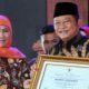 PENGHARGAAN - Bupati Sidoarjo, Saiful Ilah menerima penghargaan Ketahanan Pangan dari Gubernur Jawa Timur, Khofifah Indar Parawansa di Jatim Expo, Surabaya, Selasa (19/11/2019)